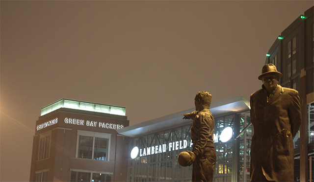 Lambeau Field Statues Construction